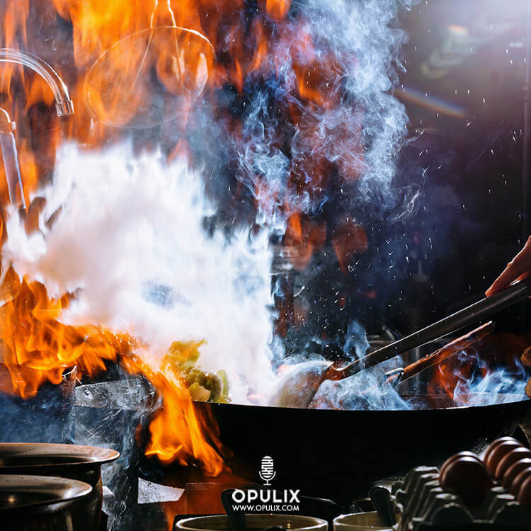 Cocinero con sartén